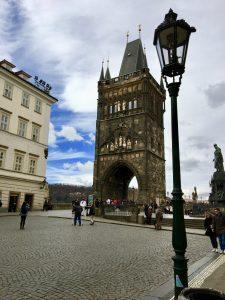 Torre ciudad vieja en Puente Carlos